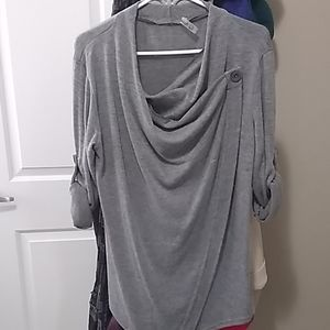Cardigan grey new,size small but can fit medium sn